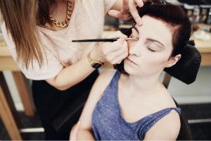 Kosmetik, Make up, Augenbrauen - Augenbrauchenpflege
