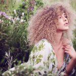 Dresden Friseur Experte Coiffeur Lauda beim Haare schneiden, organischer Haarschnitt mit Ann Caroline