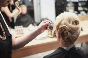 Hochsteckfrisuren: Hairstyling vorm Sempernopernball