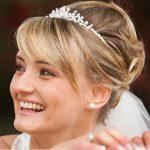 Brautfrisuren Dresden – Hochzeitsservice - Hochsteckfrisur mit Haarreifen