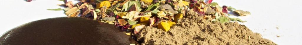 Rohstoffe von Oliebe Pflanzenhaarfarben: Blüten und Pflanzenmehl